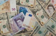 Banknoty_euro_dolary